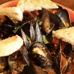 Steamed Mussels in Wine Sauce